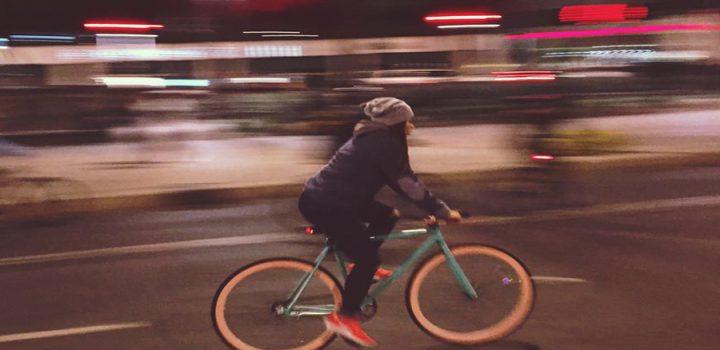 """CDMX celebra """"Día del amor y la amistad"""" con paseo nocturno en bici"""