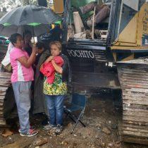 """El INVI y """"Nuevo Bloque Urbano Popular"""" destrozan y derrumban humildes viviendas en Iztacalco"""