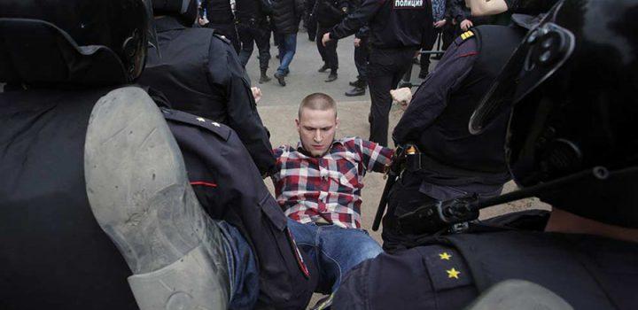 Policía rusa arresta a líder opositor en protestas contra Putin