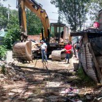 """Con maquinaria pesada, INVI pretende desalojar a familias de """"La Baticueva"""" en Iztacalco"""