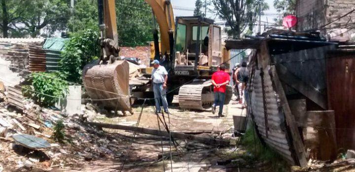 Con maquinaria pesada, INVI pretende desalojar a familias de «La Baticueva» en Iztacalco
