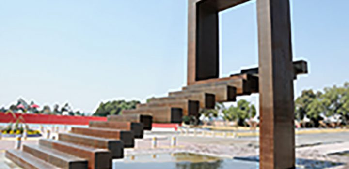 El escultor David Camorlinga presenta su obra monumental Trascender