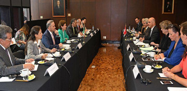 Suiza y México firman acuerdos sobre retorno de bienes culturales y coproducción cinematográfica