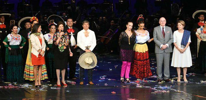 Con una gala en el Palacio de Bellas Artes se celebró el centenario de Amalia Hernández, fundadora del Ballet Folklórico de México