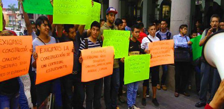 Estudiantes piden agilidad en obras deportivas al ayuntamiento de Xalapa