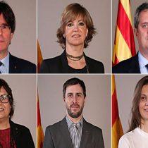 Fiscalía española cita a Puigdemont; líder y cinco exconsejeros se refugian en Bruselas; enfrentarían penas de 15 a 25 años de prisión