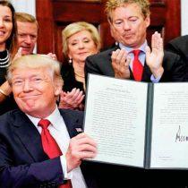 Sabotea Donald Trump al Obamacare; firma orden que limita beneficios