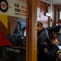 Intentan degollar a periodista rusa en radio Eco de Moscú