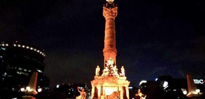 Monumentos de la CDMX se iluminan de naranja