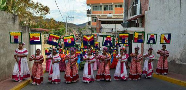 Con un desfile colorido inauguran la feria Tecomatlán