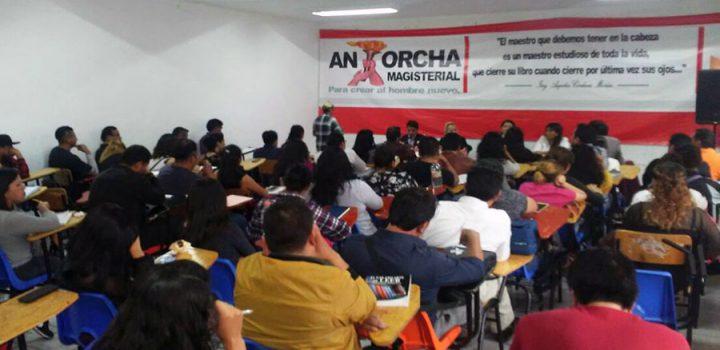 Docentes de la CDMX reciben conferencia de líder social Gloria Brito