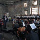 Ecos de justicia y libertad resuenan en el concierto multimedia Derribando muros