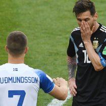 Messi falló penal y Islandia le empató a Argentina 1-1