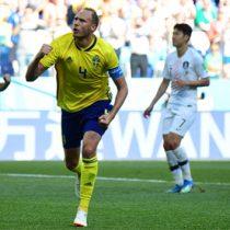 Suecia gana a Surcorea gracias a penal pitado con VAR