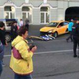 Arrolla taxi a multitud en Moscú; hay dos mexicanos heridos