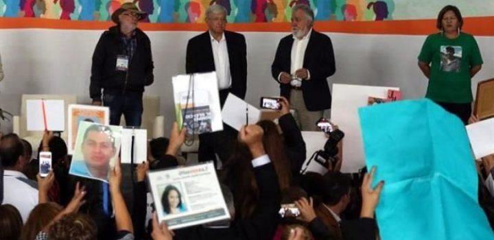 Claman familiares justicia ante López Obrador