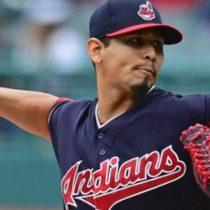 Indios de Cleveland renueva al pitcher Carlos Carrasco hasta 2022