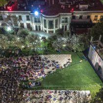 Con lleno total, la proyección de Roma en Los Pinos se convierte en una fiesta popular