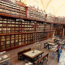 Exposición Memoria de la Biblioteca Palafoxiana recorre cuatro décadas de historia
