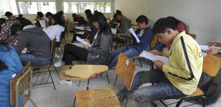 Acusan desastre educativo en Michoacán