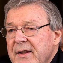 Cardenal culpable de pederastia, dejó de ser Prefecto de Economía