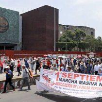 Urge CNTE reinstalar a 586 cesados