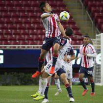 Chivas rescata 1-1 con Cafetaleros y avanza invicto a octavos de Copa MX