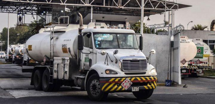Gobierno Federal ha adquirido 100 pipas para transportar gasolina