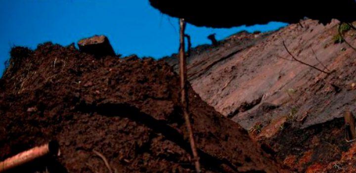 Decenas de personas quedan enterradas tras deslave en Indonesia