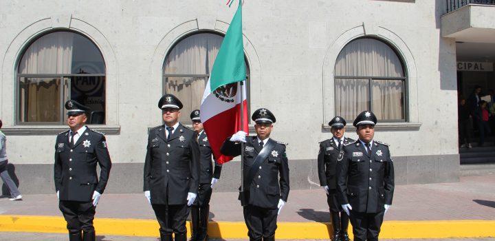 En Huixquilucan se conmemora el día de la bandera nacional