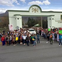 Reciben a AMLO con protestas en Saltillo