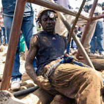Rescatan a ocho en mina de oro inundada en Zimbabue