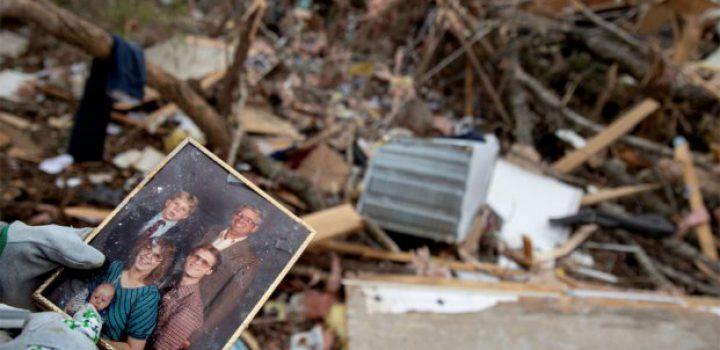 Tornado deja 23 muertos en Alabama; temen que la cifra aumente