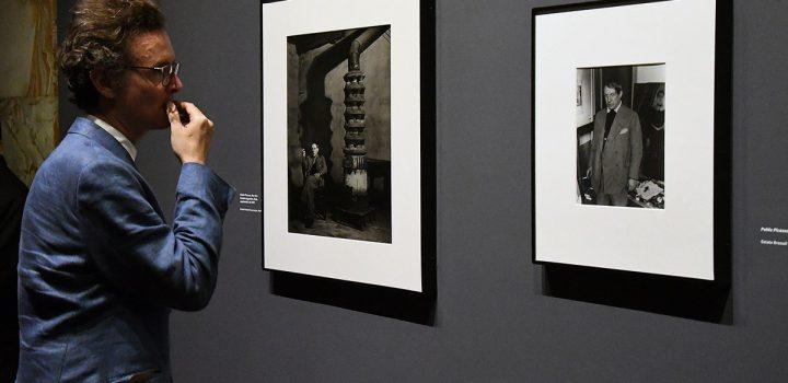 Visitantes descubren las luces y sombras de Paris la nuit en el Museo del Palacio de Bellas Artes