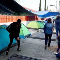 Quita CNTE plantón; amaga con más protestas