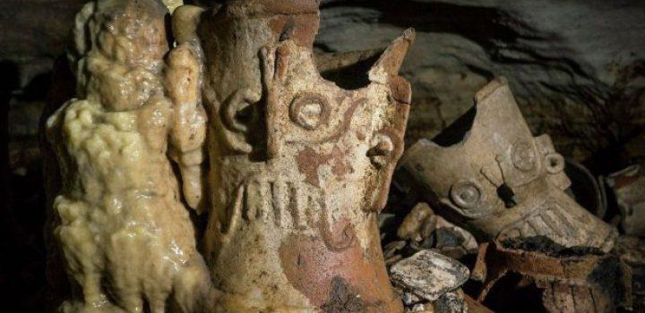 Hallan cueva con 200 objetos en honor a Tláloc en Chichén Itzá
