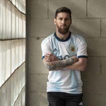 Adidas presentó nueva playera de titular de selección Argentina