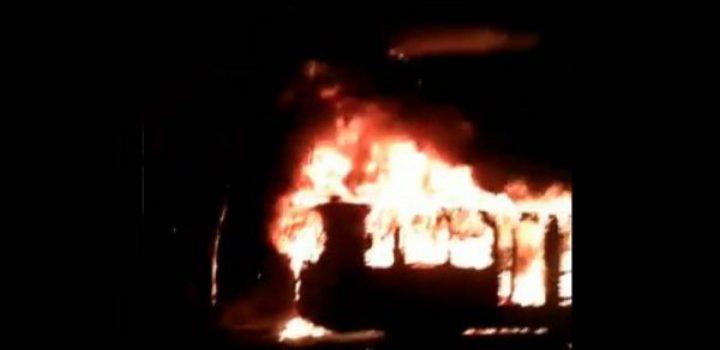 Arde unidad del Metrobús en Iztacalco