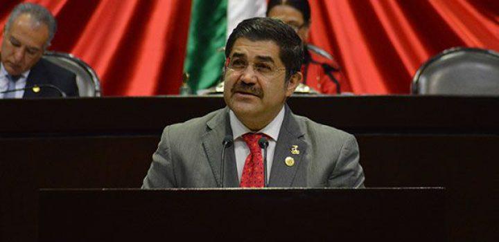 Pronostica recesión económica, legislador y doctor en economía, Brasil Acosta