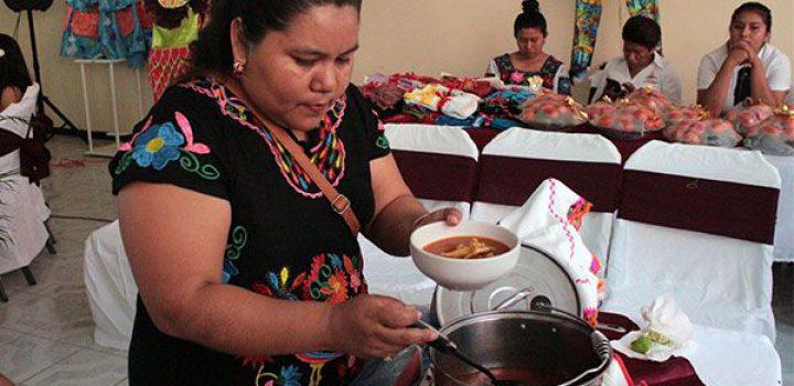Rescatan gastronomía mixteca en la Feria de Tecomatlán 2019