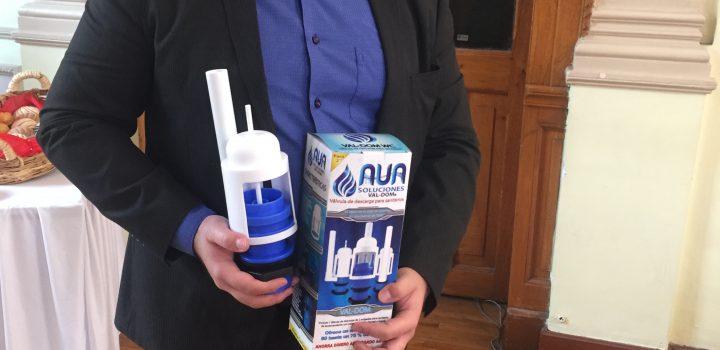 Estudiante de UNITEC mejora válvula para baños que ahorra agua