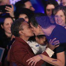 Celebra primera alcaldesa afroamericana gay de Chicago