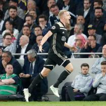 Saca Ajax ventaja en visita al Tottenham