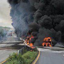 Cierre total por explosión de pipa en Carretera Nacional