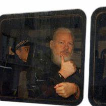 Julian Assange corre peligro de muerte si es deportado a EU: Maduro