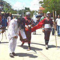 Alumnos montan la Pasión de Jesucristo