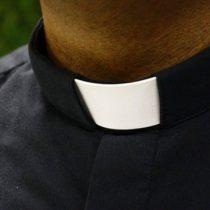 En EU, cesan a sacerdote acusado de abuso infantil