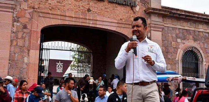 Munícipe de Guadalupe, Zac., trapea su oficina con los derechos de los ciudadanos