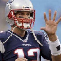 Regresa Collins a Patriotas tras dos temporadas con Cafés en NFL