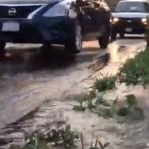 Fuga de agua inunda avenida en CDMX